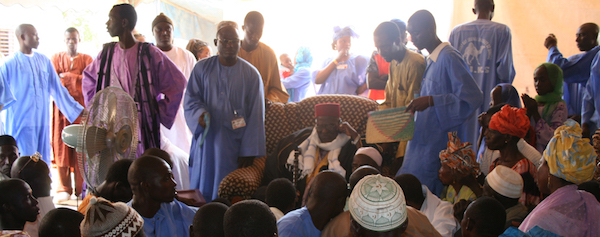 Khalif El Haj Mame Buh Mamadu Kunta surrounded by pilgrims during the 2007 gàmmu in Ndiassane -- the Young Qadiri Movement are in blue