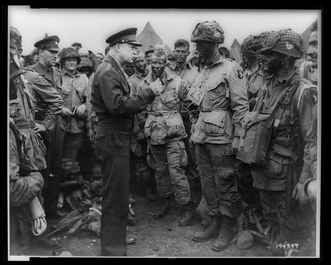 Dwight Eisenhower giving orders to American paratroopers in England